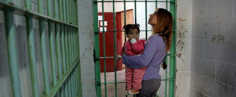 Favorire i rapporti tra detenute madri e figli minori e l'esercizio della responsabilità genitoriale dei detenuti