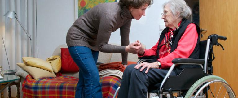"""Una legge per """"Aiutare chi aiuta"""": la mia proposta sul caregiver familiare"""