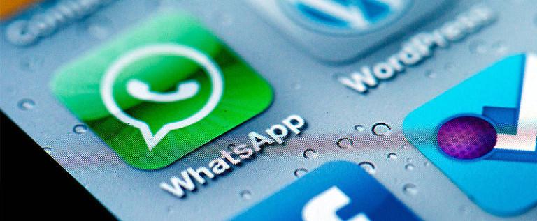 Cyberbullismo, vietare WhatsApp ai ragazzi non serve: meglio sostenere il ruolo dei genitori