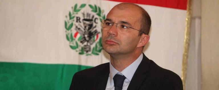 Piena solidarietà e fiducia al sindaco di Reggio Luca Vecchi dopo le minacce mafiose