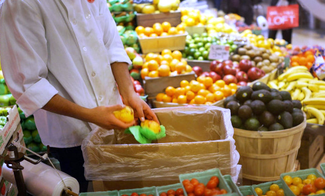 Bene la legge contro lo spreco alimentare, stop al paradosso dei bimbi malnutriti