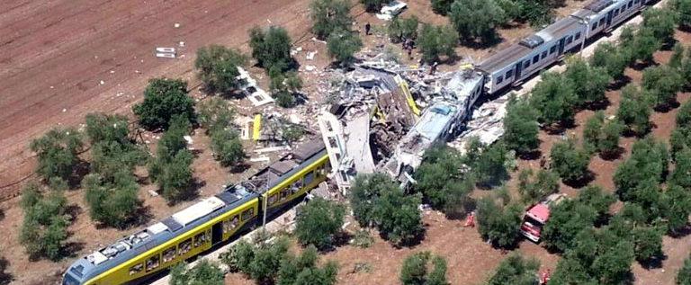 Scontro tra due treni in Puglia: cordoglio per vittime, ora serve fare luce sulle responsabilità