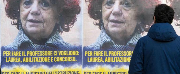 A Roma attacco meschino a Valeria Fedeli: solidarietà alla ministra dell'istruzione