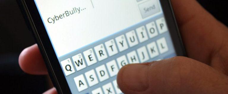 """Sull'Unità """"Contro il cyberbullismo torniamo a parlare guardandoci negli occhi"""""""