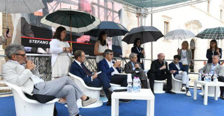 """Su HP: """"Quegli ombrelli sono una triste metafora del ruolo della donna nella società"""""""