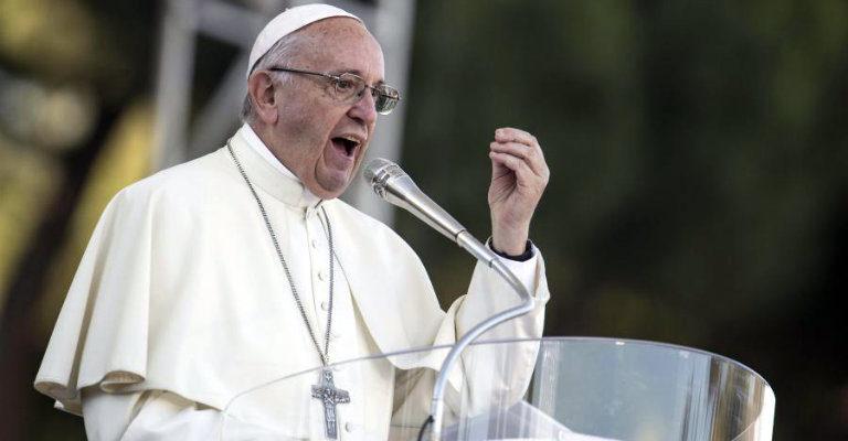 Pedofilia, da papa Francesco uno straordinario atto di coraggio per la tutela dei minori