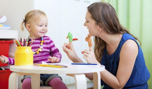Mamma stira, papà lavora? Gli stereotipi annullano il lavoro di cura
