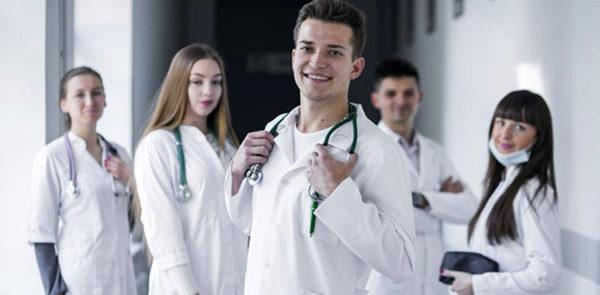 Bussetti sbaglia, bisogna investire sulla formazione dei medici