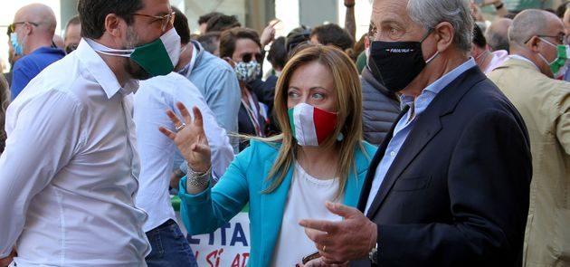 In quella piazza non c'è nulla di ciò che serve all'Italia